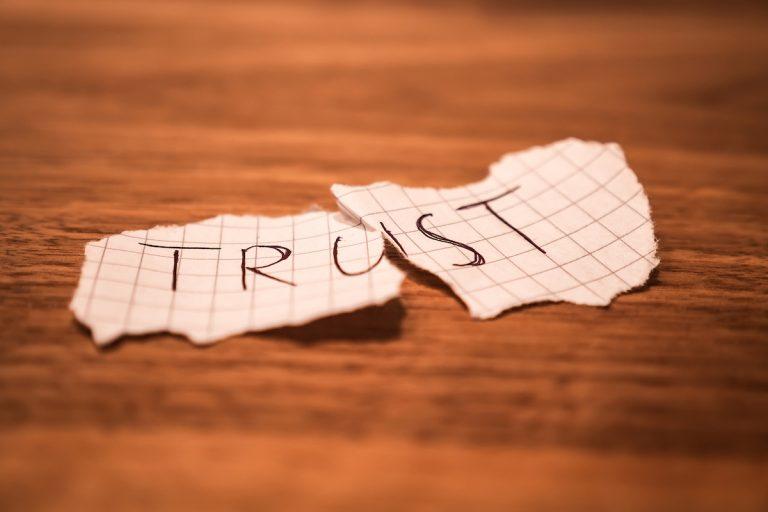 Angolul: Trust