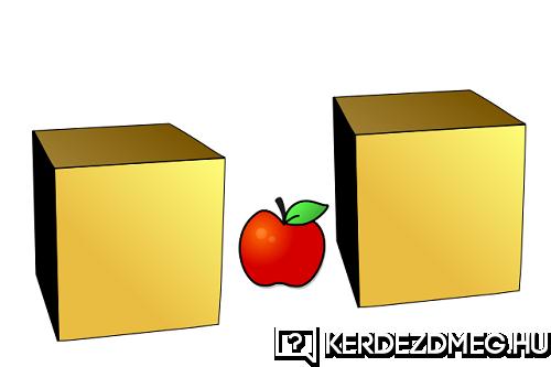 Két doboz között van egy alma.